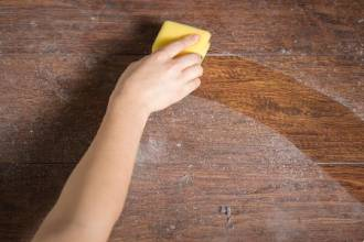 почистване на прах от мебели