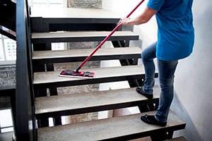 почистване на офисни стълби