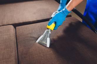 почистване на мебели в къща