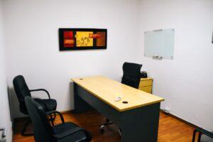 почистено офис помещение