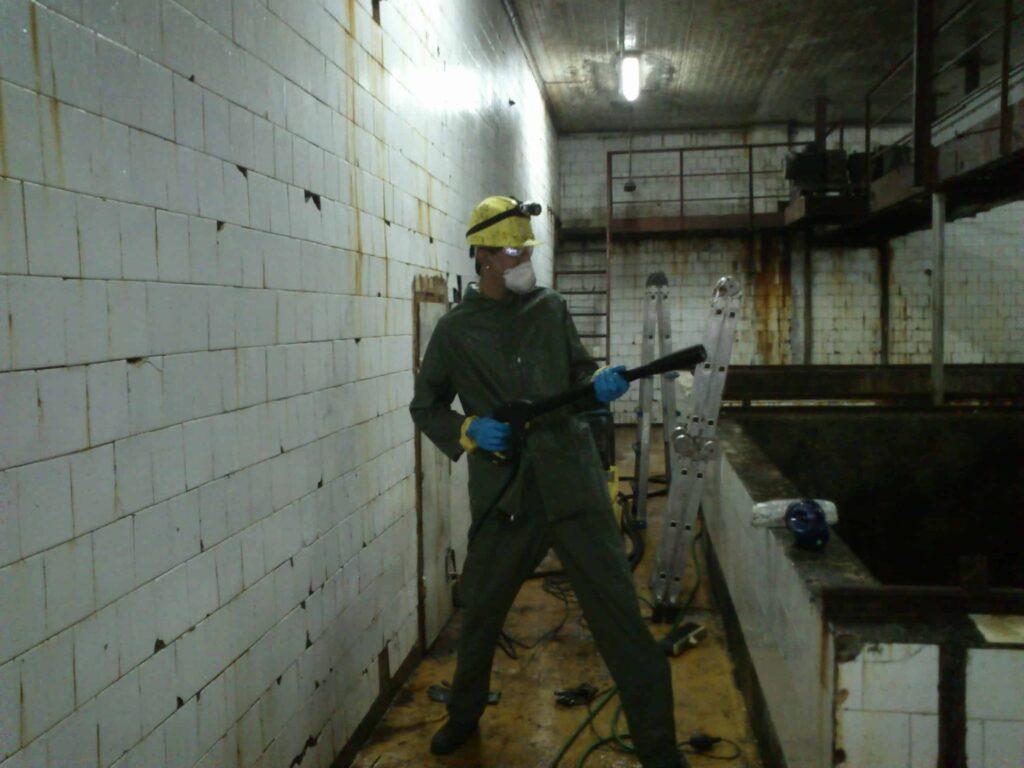 почистване на хале с машина